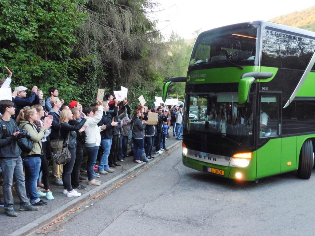 Empfang vu Flüchtlings-Bus a Weilerbaach