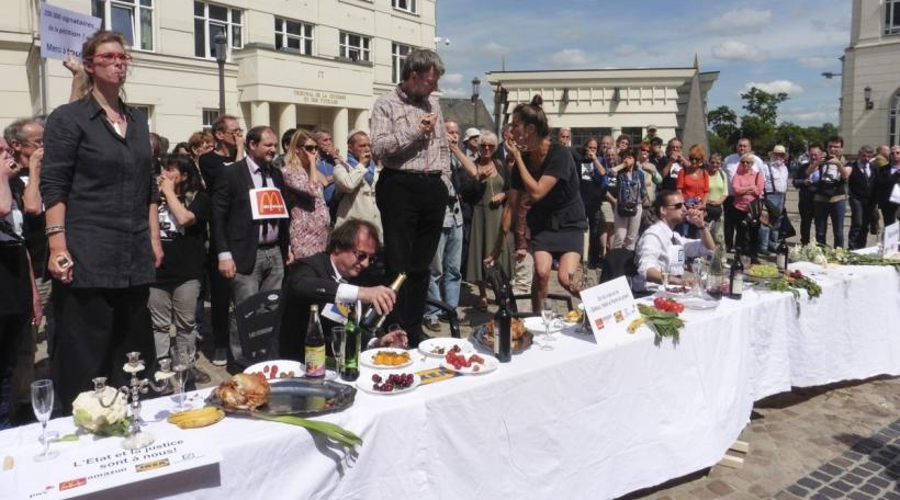 Protestaktioun vun Ënnerstetzer vun de Whistleblowers am Haff vun der Cité Judiciaire