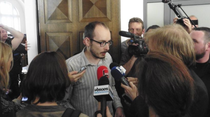 Antoine Deltour virum Geriichtssall beim Luxleaks-Prozess