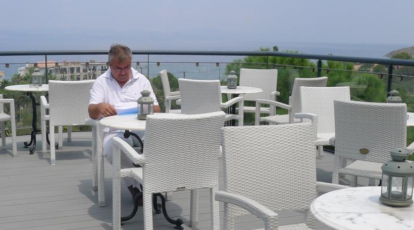 Dem Theofilos Chavoutsiotis säin Hotel ass just mat 15 Prozent beluecht (Foto: Alkyone Karamonolis)