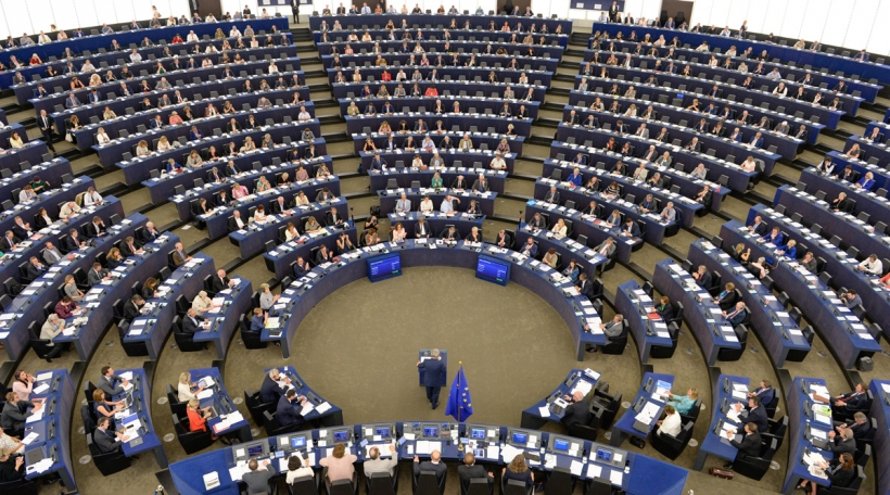 J-C Juncker virum Parlament