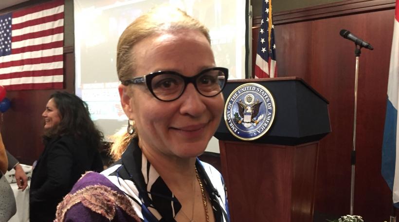 """D'Éierepresidentin vun de Republikaner Sharon March seet, d'Amerikaner hätten ee Kandidat mat enger """"renger"""" Vergaangenheet gewielt."""