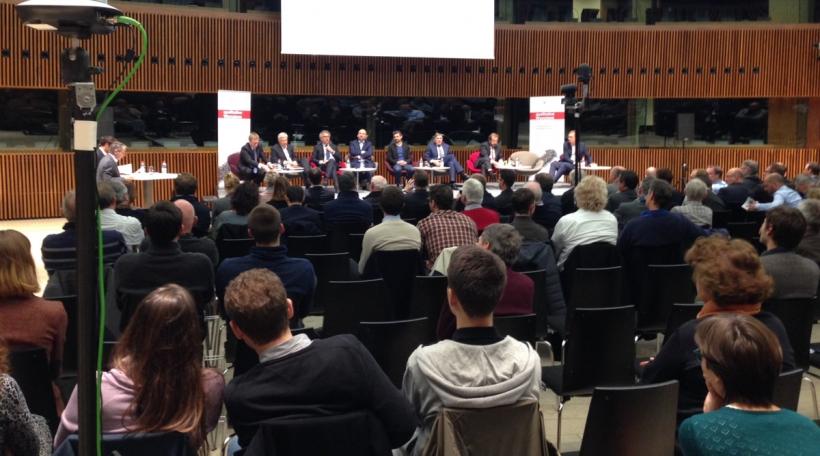 Sechs Regierungsmemberen an dräi Oppositiounsvertrieder hunn en Donneschdeg um Kierchbierg diskutéiert