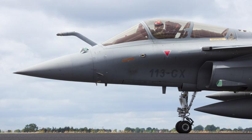 Sollt een an Zukunft d'Aktiecouse vun europäesche Rüstungskonzerner suivéieren? (Foto: Dassault Rafale, Bigstock / VanderWolf Images)