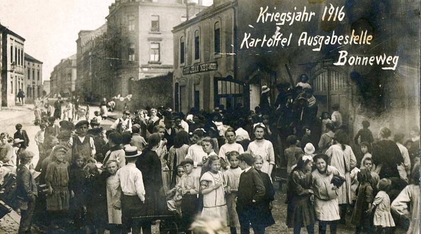 Kartoffelausgabe 1916