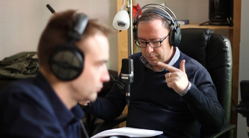 """Am Tounstudio """"Recording Trier"""" vum Tobias Ney. De Claude Mangen féiert Regie."""