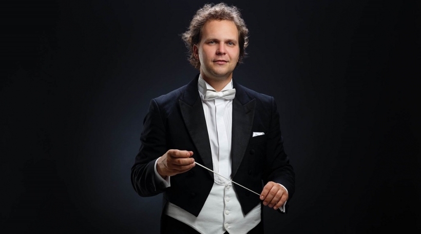 Dirigent Tomas Braun web.jpg
