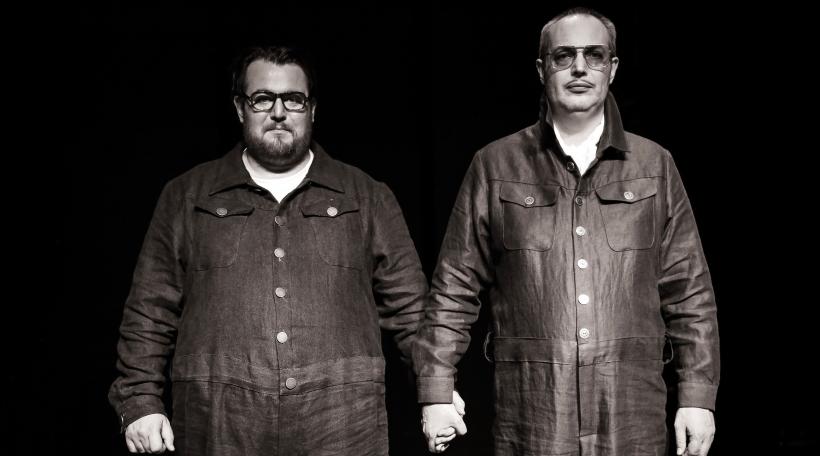 "De Leander a Lorenz Klee als Kastor a Pollux am Theaterstéck ""Miroirs troubles / Dunkle Spiegel"" (Foto: Bohumil Kostohryz))"