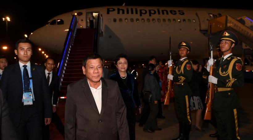 De philippinnesche President Rodrigo Duterte fiert eng haart Linn géint Drogendealer a Konsumenten (Foto: picture alliance / Photoshot))