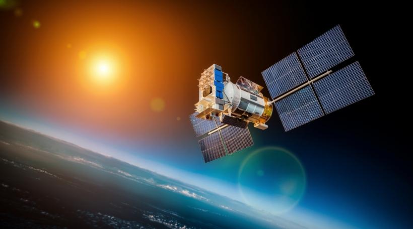 E Satellit am Orbit