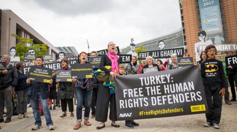 Demonstratioun vun Amnesty International zu Bréissel (Foto: Amnesty International / Richard Burton)