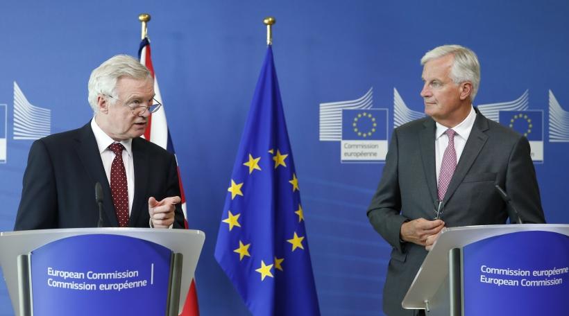 Brexit Verhandlungschefen David Davis a Michel Barnier bei der drëtter Verhandlungsronn zu Bréissel