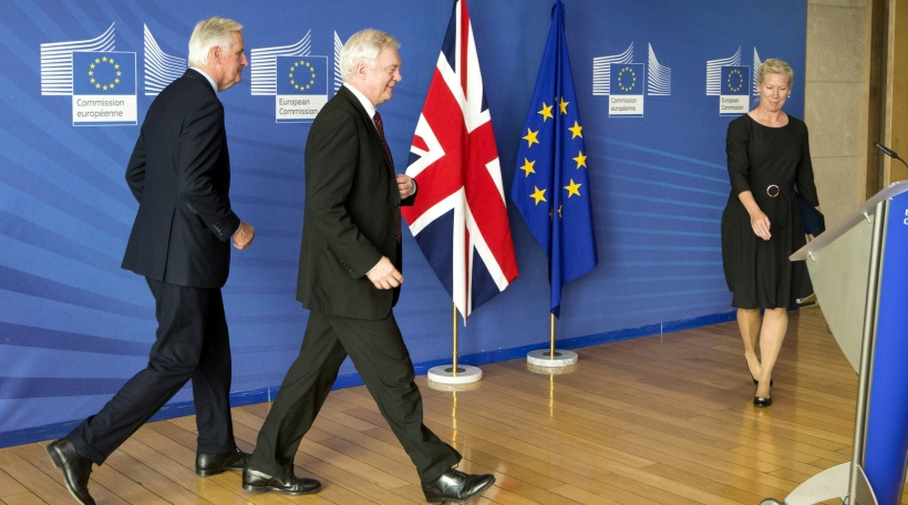 David Davis a Michel Barnier bei Brexit-Verhandlungen