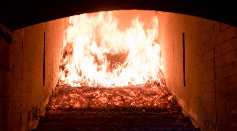 Holzhackschnitzel, déi zu Biekerech verbrannt ginn