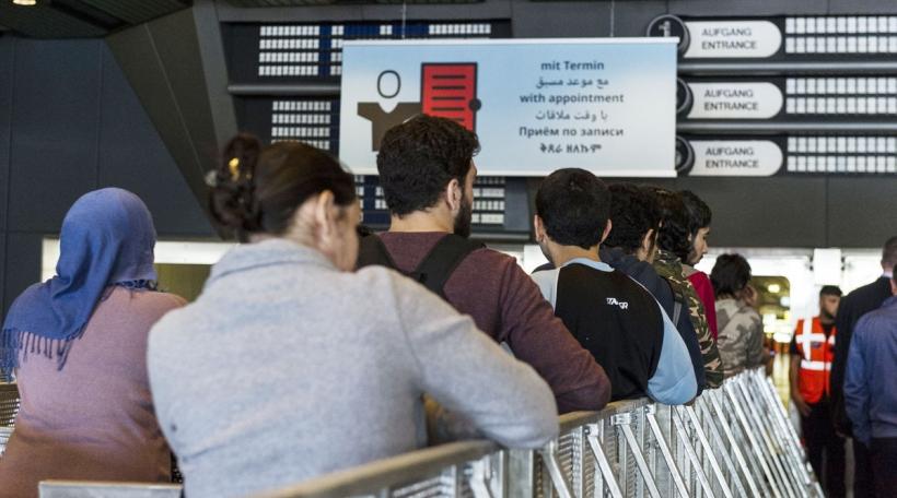 Demandeurs d'Asyl waarden zu Berlin op hir Registréierung