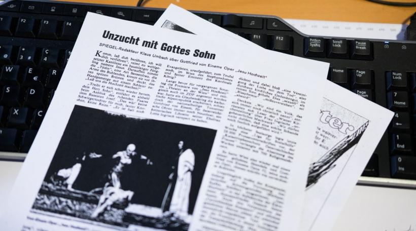 """Mat """"Unzucht mit Gottes Sohn"""" huet de Spiegel-Redakter Klaus Umbach säin Artikel vum 19. Mai 1980 betitelt."""