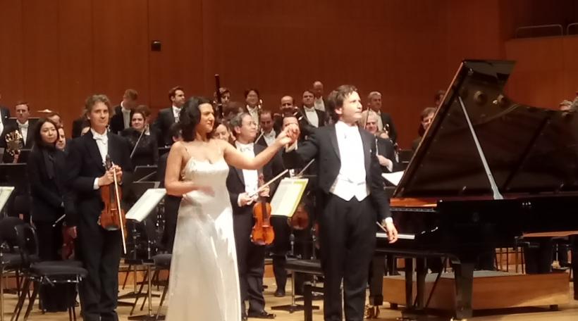 D'Khatia Buniatishvili zesumme mam Gustavo Gimeno an dem OPL am Gasteig zu München