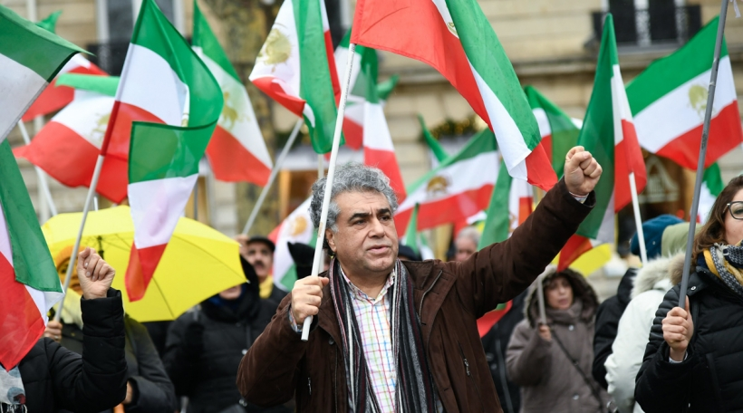Iranians protesters in front of the Tran's ambassy in Paris