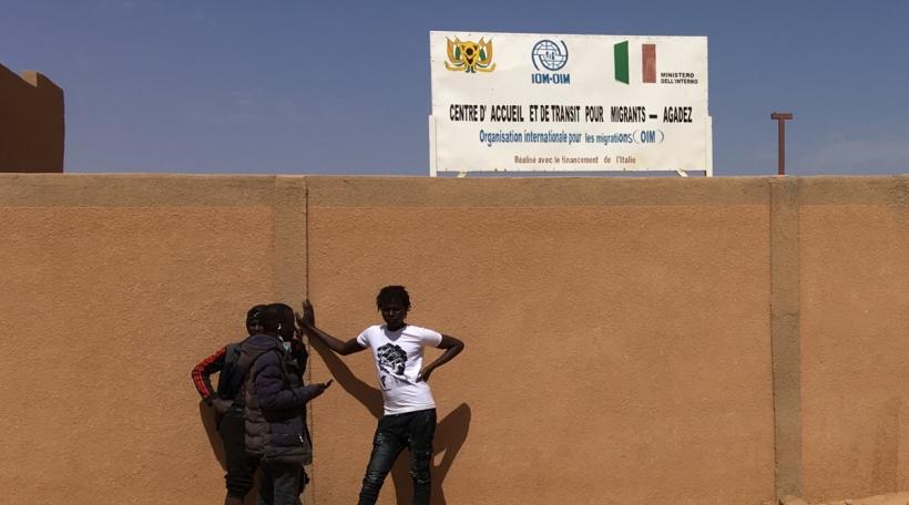 Flüchtlinge virum OIM Camp zu Agadez. Foto: Mick Entringer.