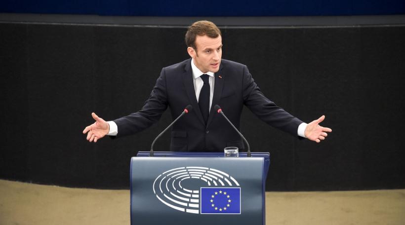 Emmanuel Macron schwätzt virun Europaparlament