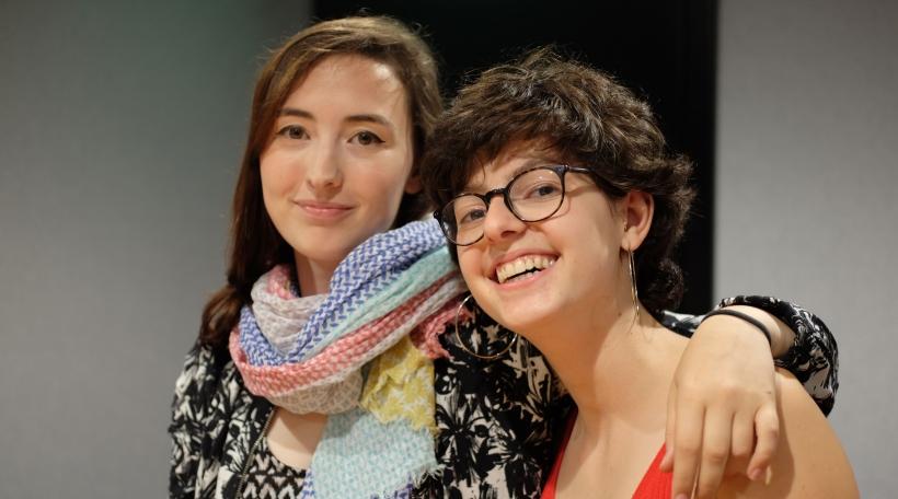 """D'Gina an d'Karma triede geschwënn zesummen op der """"Poetry Slam Night"""" zu Biergem op"""