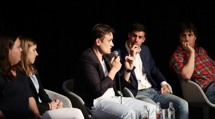 D'Tania Mousel (déi jonk lénk), d'Elisabeth Margue (CSV), den Jimmy Skenderovic (JSL), de Loris Meyer (JDL) an de Michel Lemaire (ADRenalin). Foto: Sophie Margue.