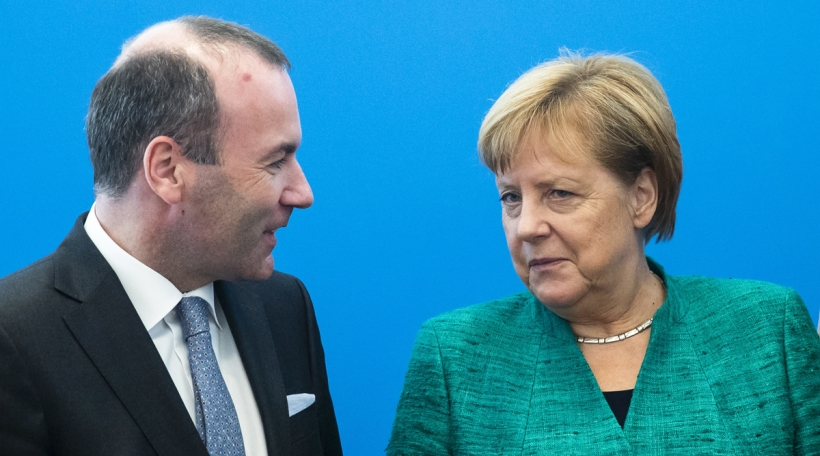 De Manfred Weber kann op d'Ënnerstëtzung vum Angela Merkel zielen. Foto: picture alliance / NurPhoto / Emmanuele Contini