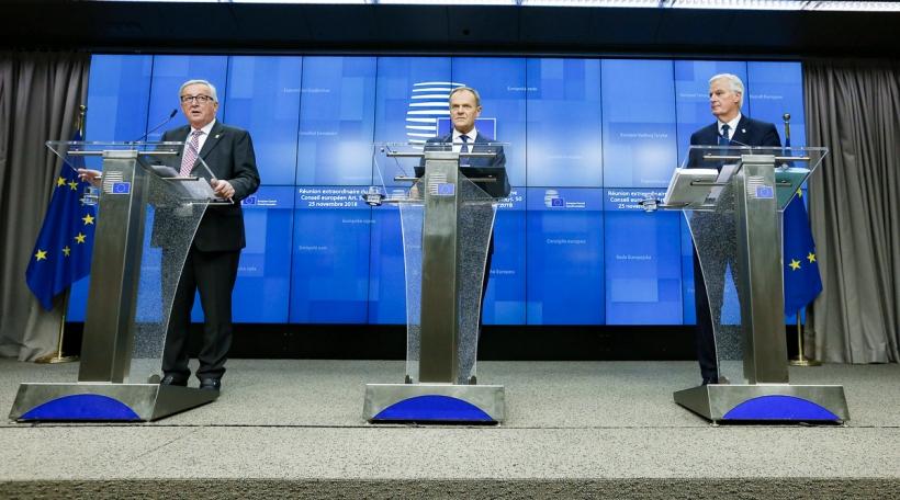 v.l.n.r: Kommissiounspresident Jean-Claude Juncker, President vum Europäesche Rot Donald Tusk, a Brexit-Chef-Negociateur Michel Barnier