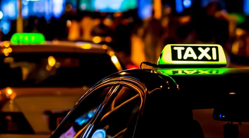En Taxi an der Nuecht