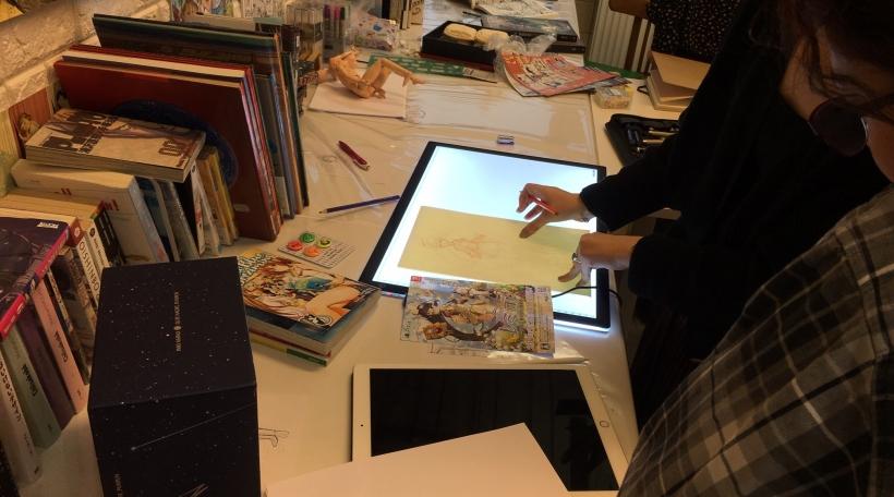 D'Kumiyo vergläicht dem Mimi seng Zeechnung mat der originaler Virlag a weist, wat een hätt kéinte besser maachen