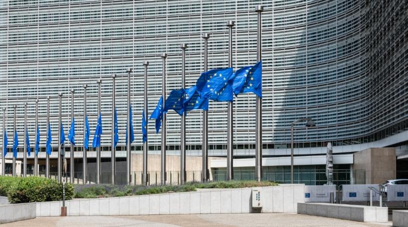 D'EU Fändelen op Hallefmast