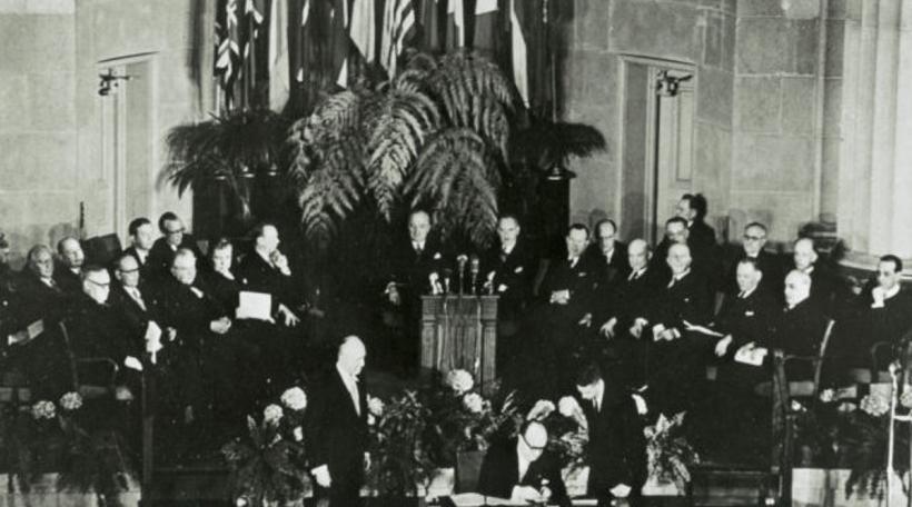 D'Ënnerschreiwe vum NATO-Pakt zu Washington, DC de 4. Abrëll 1949