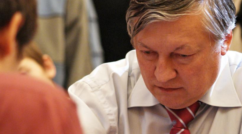 Den Anatoly Karpov op engem Turnéier zu Moskau, 2009 (Foto: Bigstock/Marina_Bogumil)