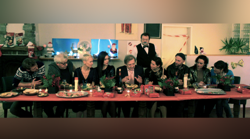 DEBUTTEK-1-all actors table-(c) samsa film-artémis productions.jpg