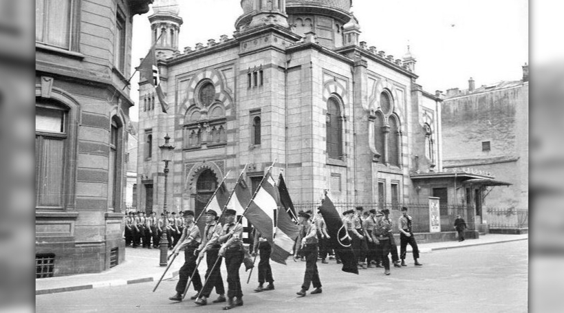 Nazi Opmarsch virun der aler Synagog