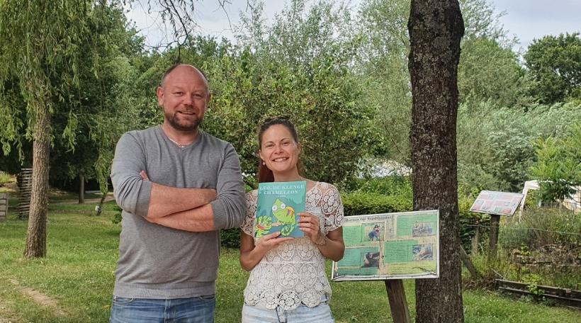 Den Nicolas Hormain vun der Fondatioun Hëllef fir d'Natur an d'Sophie Ensel vu SO Graphiste