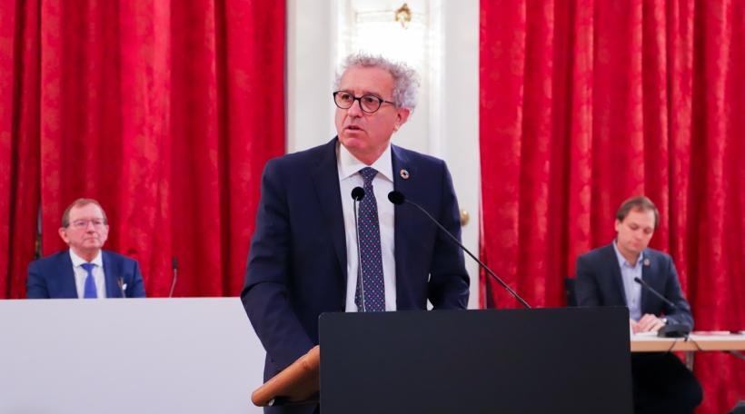 De Pierre Gramegna beim Depot vum Budget 2021