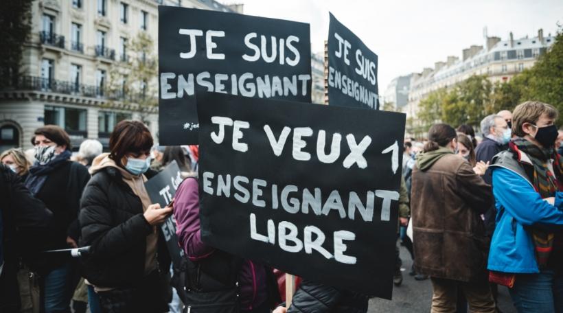 Demonstratiounen no der Ermordung vun engem Lycées-Proff zu Paräis