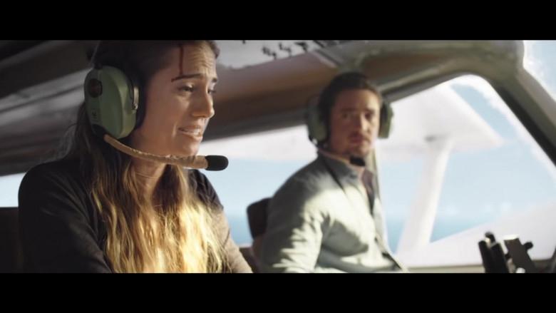 David-Clark-Headset-of-Allison-Williams-as-Sara-in-Horizon-Line-Movie-3-780x439.jpg
