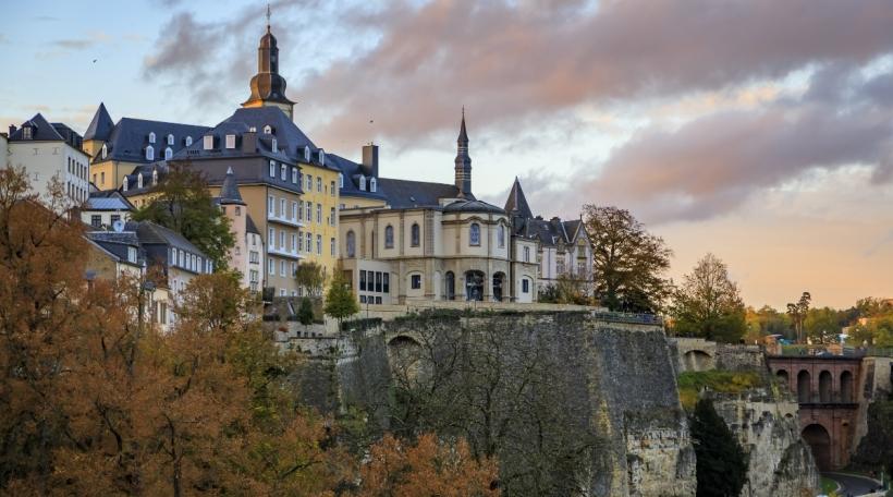 D'Festungsmauere vun der Stad Lëtzebuerg gehéieren zum UNESCO-Weltkulturierwen.