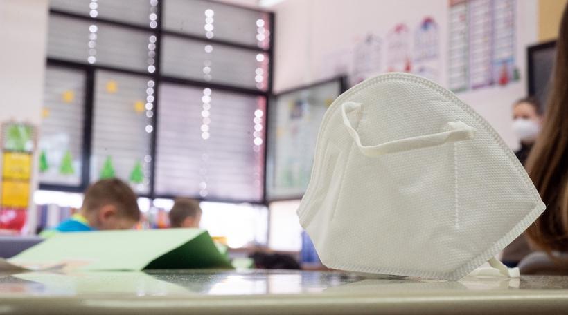 FFP2-Maske fir d'Personal aus de Maison relaisen