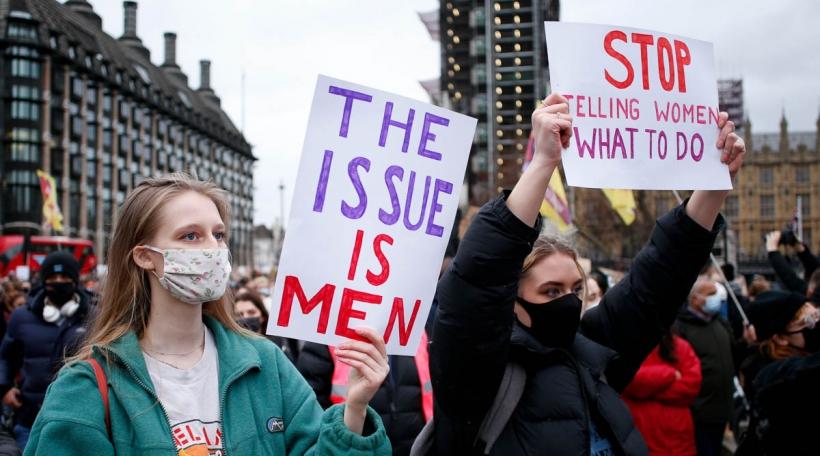 Protester no Dout vu Sarah Everardgéint, Policegewalt, Fraerechter, London