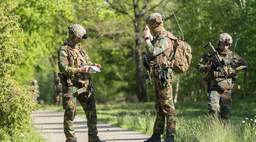 Special forces continue to search for a suspected far-right professional soldier who remains on the run in Belgium. The 46-year-old has been missing and wanted since Monday evening. Authorities suspect the soldier is armed, as he also had direct access to