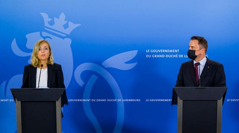 (de g. à dr.) Taina Bofferding, ministre de l'Intérieur, ministre de l'Égalité entre les femmes et les hommes ; Xavier Bettel, Premier ministre, ministre d'État